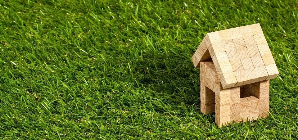 Comparativa de aislantes ecológicos: pros y contras de cada material